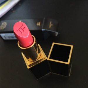 New TomFord lipstick 09 True Coral.